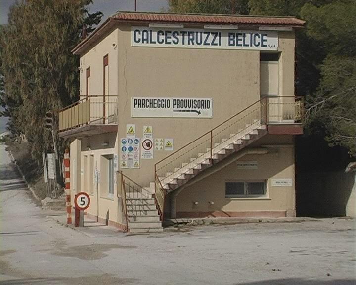 Fallisce un'alta azienda confiscata alla mafia: la Calcestruzzi Belice. Licenziati in 11